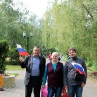 Размахивая флагами гуляли мы по улице :: Екатерина Василькова