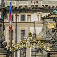Ворота со статуями титанов (XVIII век) :: Elena Izotova