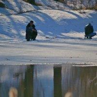 И ни спорт, и не рыбалка, а так... последний лед! :: Валерий Лазарев