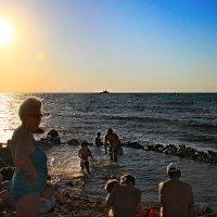 Дикий пляж на закате :: Oleg Akulinushkin