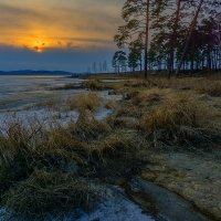Все тот же берег... Апрель все тот же... И вечер тоже тот же самый... Вот только фотоаппарат другой :: Pavel Kravchenko