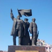 Памятник революции :: Нина Бутко