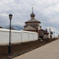Остров-град Свияжск - суровые монастырские стены :: Damir Si