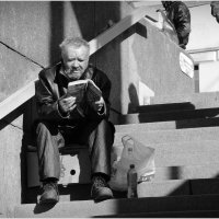 повсюду читающий Петербург :: sv.kaschuk