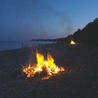 """Ночной пляж пансионата """"Госдача Лдзаа"""". :: юрий"""