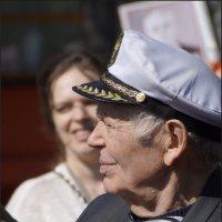 Старый моряк и девушка :: Наталия Григорьева