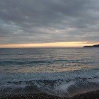 Плещутся волны. Солнце садится :: Tatiana Tutatchikova