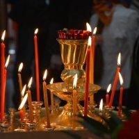Свечи Храма.. Свечи нашей Судьбы. Догорая.. они не сгорают. В них огонь, искра Божьей любви! Живя пл :: Виктор Бусель
