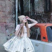 Платье из газет :: Эльза Вайнер