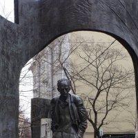 Памятник Б.Окуджаве на Арбате :: Yuni Hawk