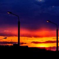 Уходит солнце за край неба Зажглись ночные фонари..... :: Анатолий Клепешнёв