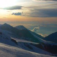 Вечер высоко в горах Кавказа :: Vladimir 070549