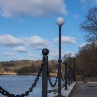 отделили берег реки цепями могучими... :: Svetlana AS