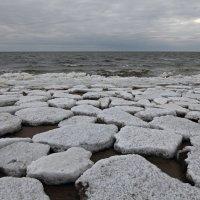 Северодвинск. Весна наступает. Белое море. Интересные льдины :: Владимир Шибинский