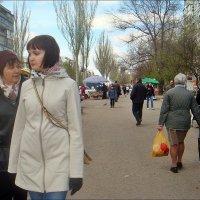 По весенней улице... :: Нина Корешкова