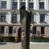 Памятник  основателям  ЗУНР  в  Ивано - Франковске :: Андрей  Васильевич Коляскин