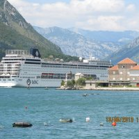 Лайнер входит в Боко-Которскую бухту(Черногория) :: Наталья