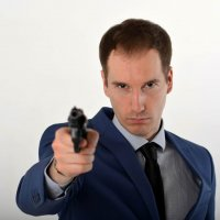 Мужчина с револьвером :: Александр Ивашков