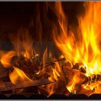 На огонь можно смотреть бесконечно... :: Михаил Розенберг