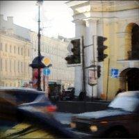 Живой, пёстрый Невский...В годы блокады на это место падало до 50 снарядов :: sv.kaschuk