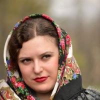 Портрет девушки в платке :: Александр Ивашков