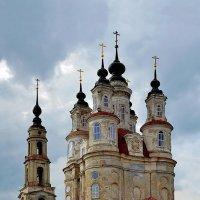 Калуга. Архитектурный памятник в стиле барокко - церковь Космы и Дамиана.1794г. :: Тамара Бучарская