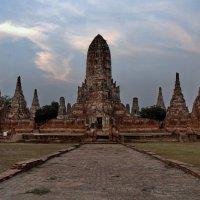 Величественный храм Чай Ваттанарам :: Евгений Печенин
