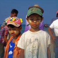 Бирманские мальчишки :: Михаил Рогожин