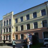 Медицинское  здание  в  Ивано - Франковске :: Андрей  Васильевич Коляскин