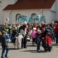 праздничные гуляния :: Оля Вишнякова