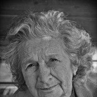 бабушка 90 лет :: Natalia Mihailova