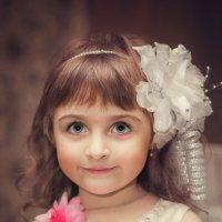 Младшая подружка невесты! :: Виктор Андрусяк