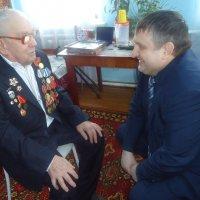 Глава района вручил юбилейную медаль участнику Великой Отечественной войны :: Лариса Рогова
