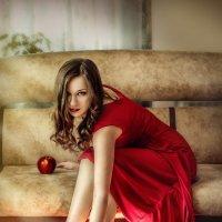 Девушка в красном :: Анна Шелест