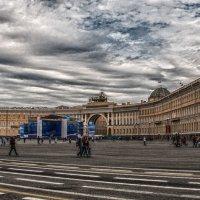 Дворцовая площадь :: Михаил Вандич