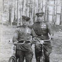 Бобков Иван Федорович (слева) :: Иван Бобков