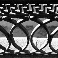 Ограда набережной Москвы-реки :: Денис Масленников