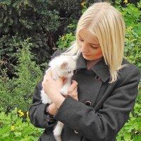 Девушка и котенок :: Ростислав