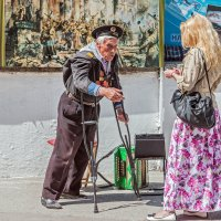 Девушка и ветеран :: Юрий Яловенко