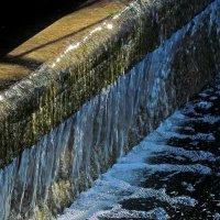водопадик в парке :: Александр Корчемный