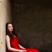 Девушка в красном :: Ирина Асеева