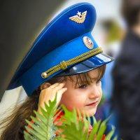 Девочка принимает парад 9 Мая :: Виктор Христинченко