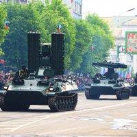 Парад Победы в Луганске :: ʁwи ǝоw - Любовь