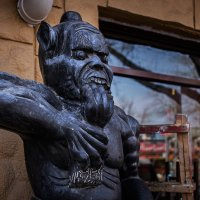 Скульптура у кафе.Пекин :: Николай