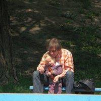 С папой в парке хорошо! :: Александр Корчемный