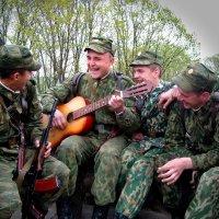 Весёлая песня нам поднимет дух! :: Виктор Никаноров