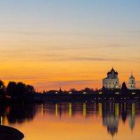 Закат на фоне Троицкого собора :: andRUSha PetrOFF