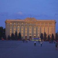 Площадь свободы с видом на верховную раду :: Алексей Гончаров