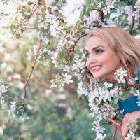 Весна в яблочном саду :: Райская птица Бородина