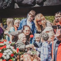 Парад победы в Новокузнецке :: Юрий Лобачев